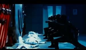 Zamiast plakatów lepiej pokazać poszczególne kadry. Tutaj synchronizowany atak ninja.