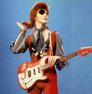 Halloween Jack, czyli alter ego Bowiego wymyslone na potrzeby Diamond Dogs pojawia się tylko w utworze tytułowym, jednak pomimo tego, że mało o im wiadomo (poza tym, że żyje na dachu wieżowca z zepsutą windą) doskonale wiemy jak wygląda. Poza tym zdjęcie jest przezabawne. Więcej (powstałych na potrzeby promocji albumu) można znaleźć klikając na nie i udając się w ten sposób na tumblr.