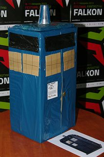 Szkoda, że nowy Doktor ma gorsze efekty specjalne, niż to, co można uzyskać przy pomocy pudełek po pizzy, worków na śmieci i plastikowego kubka.