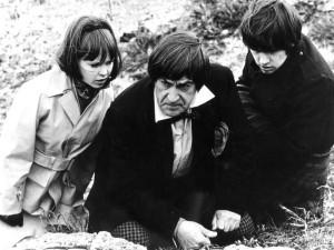 Jamie i Zoe, a także Doktor. Sezony z tymi towarzyszami posiadały najwięcej spódniczek w całej historii serialu.