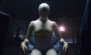 Na wszelki wypadek infromuje, to nie jest film o BDSM i podobnych praktykach wiazacych sie z lateksowymi strojami.